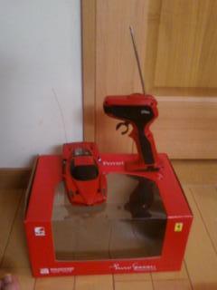赤いフェラーリのラジコン・カー