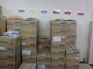 同じ色の場所に箱を積むのです